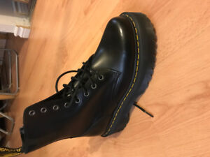 Brand New Dr Martens Jadon Boot - Size 9M/10W