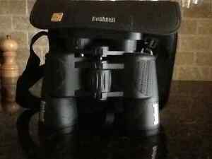 BUSHNELL BINOCULARS with carrying case West Island Greater Montréal image 1