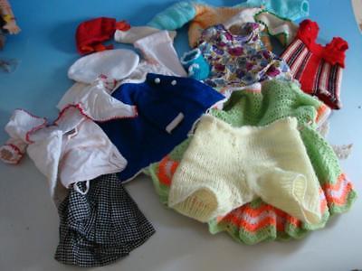 RS0418-370: Konvolut Puppen Kleidung verschieden