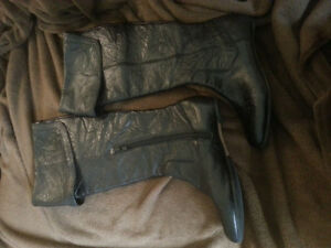 Women's genuine leather boots in excellent condition
