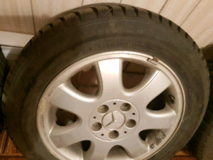 4 pneus d'hiver Mercedes Nord Frost mags (205-55-16)neuf 397$
