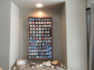 Beautiful Wooden Casino Chip Display Case w/ 100+ Chips