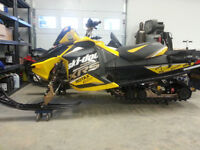 "2012 Skidoo MXZ 800 XRS etec 121"" great shape FREE NEW TOP END"