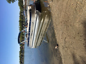 2011 Berkshire Pontoon Boat 25ft.