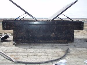Fuel tank/tool box for pickup truck or