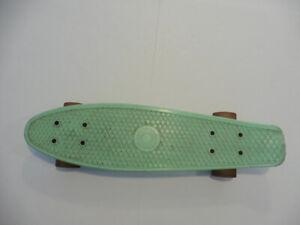 PENNY BOARD - Skate Board - Plastic - Rolls Great - Razor