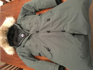 Canada Goose, Women's size Med