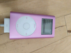 iPod Mini Pink 4GB + Charging Cable