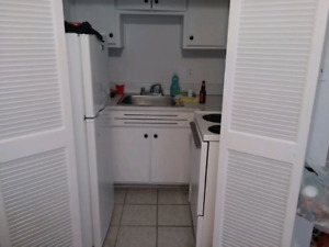 On Lakeshore inPointe-Claire 2 1/2 sublet