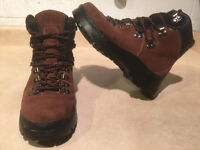 Women's Cougar Winter Boots Size 8