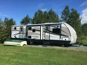 2015 320TG Laredo Travel Trailer
