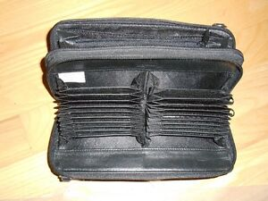 WOMEN`S BLACK LEATHER BILLFOLD