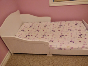 South Shore Brand Toddler Bed with Mattress & 2 Bedsheets