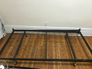 New metal bed frame for sell (new)