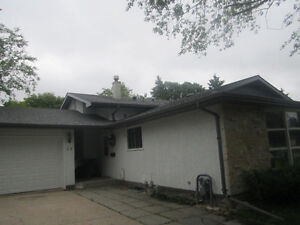 Close U of M,3 bedrooms Available Aug 1st.rent include utilities