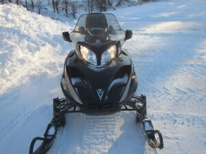MOTONEIGE ARCTIC CAT 660 TURBO TOURING 2004