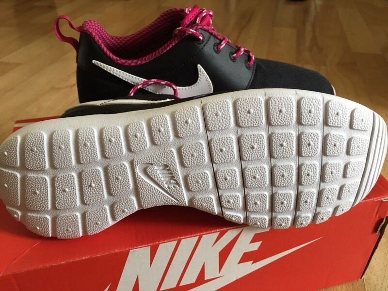 ujkky Nike roshe trainer | in Ealing, London | Gumtree