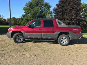 2005  Chev Avalanche Pickup truck -FULLY LOADED & CERTIFIED