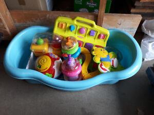 Bain pour bébé et jouets