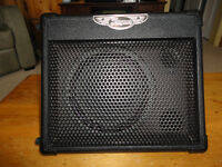TRAYNOR TVM10 BATTERY POWERED COMBO AMP