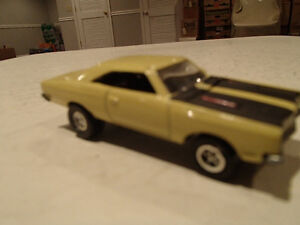 Loose Yelow Gold 1969 '69 PLYMOUTH ROAD RUNNER by JOHNNY LIGHTNI Sarnia Sarnia Area image 8