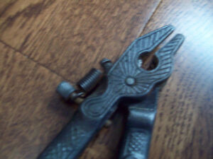 "Vintage Hand Tool   ""OLD SAW SET"""
