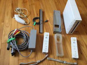 NINTENDO WII CONSOLE + 6 CONTROLLERS + 14 GAMES