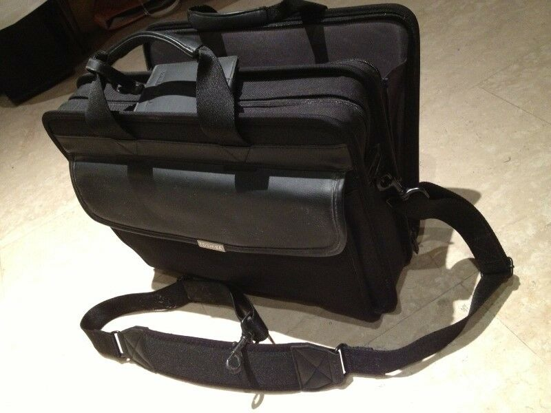 "TOSHIBA Notebook Laptop Carry Carrying BAG Case BriefCase 16"" Black NEW"