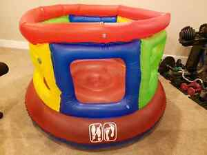 Inflatable jumping play area Moose Jaw Regina Area image 3
