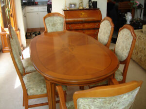 Classic Elegance!  Wooden Dining Table w/ 7 Chairs