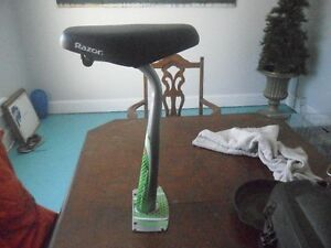 VERY GOOD CONDITION RAZOR SEAT.