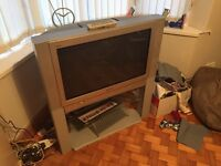 Panasonic 32in CRT TV with stand and remote