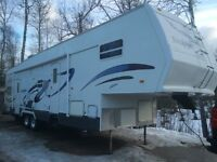 40ft Toy hauler with 11ft garage very clean $20000 OBO