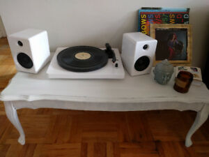 EP-33 Bluetooth Turntable With Speakers - White - Record player