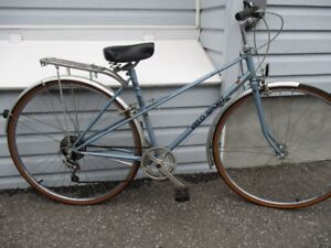 VELO SPORT MIXIE CRUISER BIKE EXCELLENT SHAPE