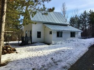 Lovely home and property 20 mins from Fredericton