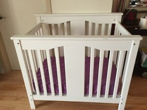 Annabelle 2 in 1 mini crib and twin bed