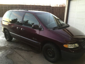 1999 Plymouth Voyager Yes under 100000 kms!! Mint Condition