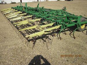 John Deer 1610 Chisel Plow 40' / John Deer 680 Field Cultivator Edmonton Edmonton Area image 5