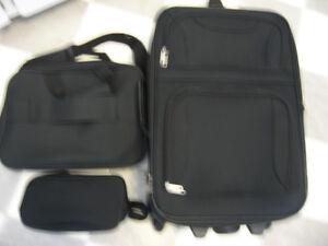 """New"" Three piece luggage set"