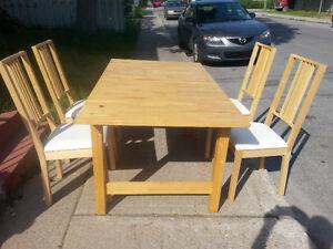 Table de cuisine Ikea 4 chaises en bois bouleau 160$ (180$ livré