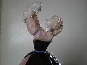 "Royal Doulton Figurine - "" Susan "" HN 4777 - Kitchener / Waterloo Kitchener Area image 9"