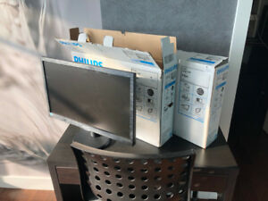 "2 moniteurs Philips LCD de 20""   Stand pour moniteur VIVO"