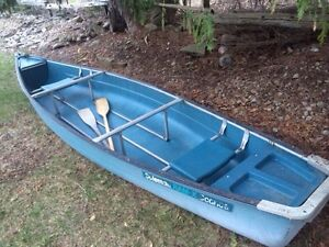 16ft Coleman flat back canoe