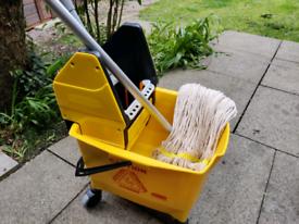Rubbermaid Kentucky Mop Bucket Yellow max capacity 25L w mop handle