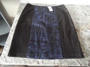 *New With Tags* Ladies Size 10 Laura Petites Skirt