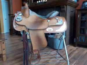 Crates 15.5 western show saddle