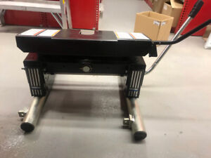 5TH  Wheel Hitch for a Titan ** BRAND NEW