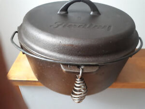 VINTAGE CAST IRON FINDLAY DUTCH OVEN CLEANED -