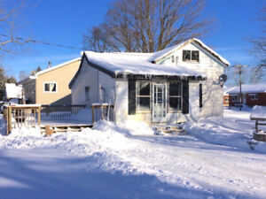 Cute & Cozy Home in the Heart of Allenford!-Saugeen Team